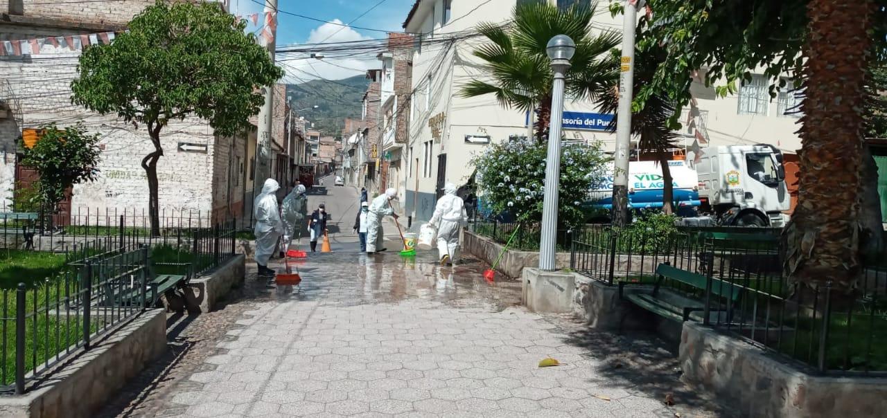 Huamanga continúa con la desinfección de sus calles
