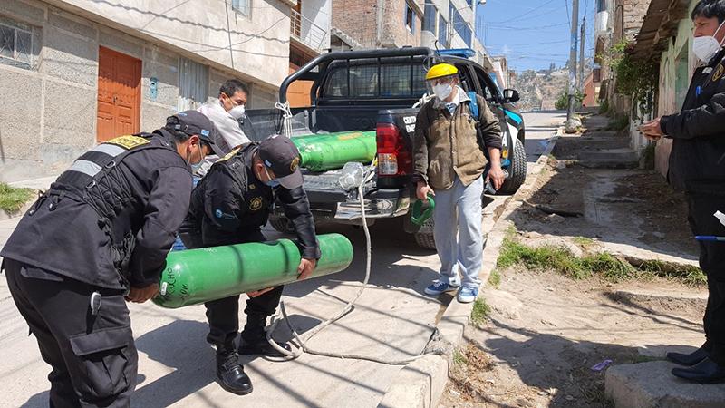 Municipalidad de Huamanga realiza entrega gratuita de balones de oxígeno