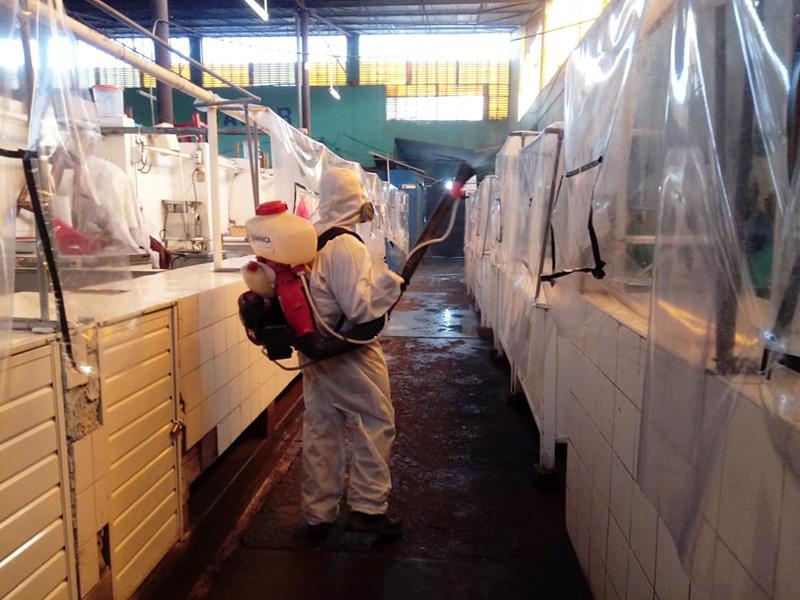 Se intensifican labores de desinfección en mercados locales