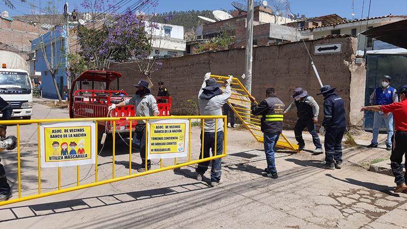Se retiraron tranqueras informales de vías públicas