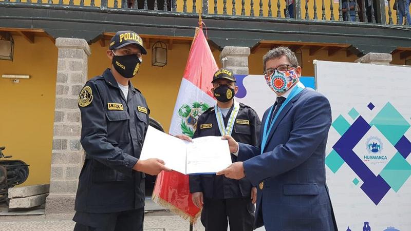 Personal policial recibe reconocimiento por capturar y expulsar extranjeros