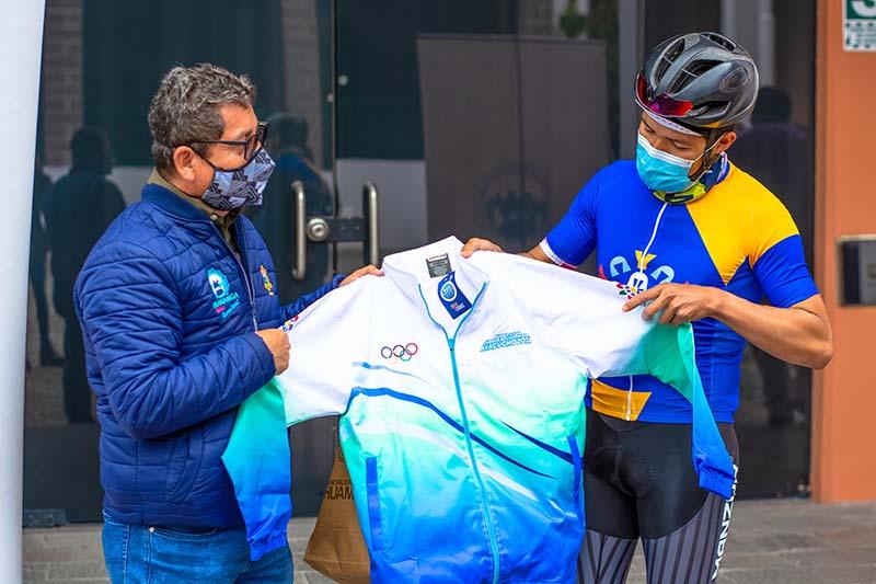 Alcalde de Huamanga brinda apoyo a ciclista ayacuchano participante en las Olimpiadas Tokio 2021