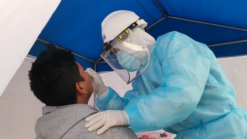 Realizan pruebas moleculares a personas vulnerables