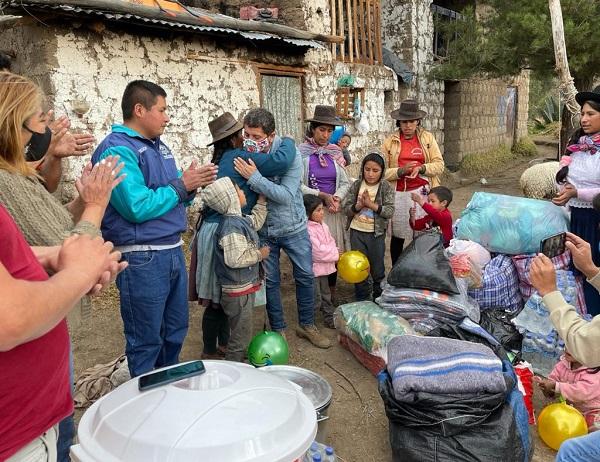 Brindan apoyo humanitario a familias damnificadas por incendio