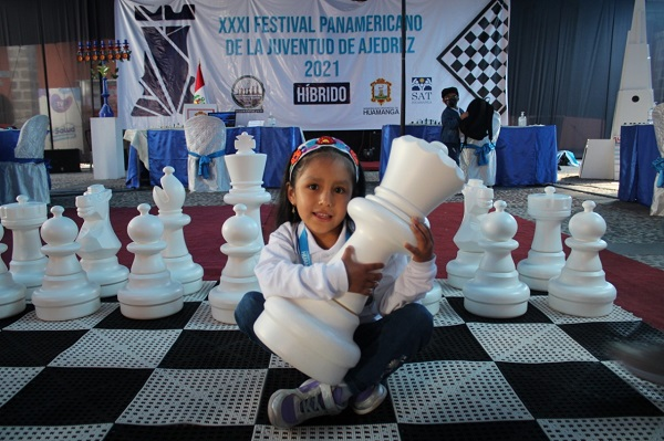 Ajedrecista ayacuchana ganó medalla de plata en Festival de Ajedrez